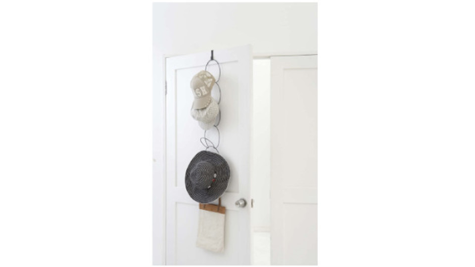 Photo of Use a ring-shaped hanger that can be freely connected to organize small items such as hats and ties.