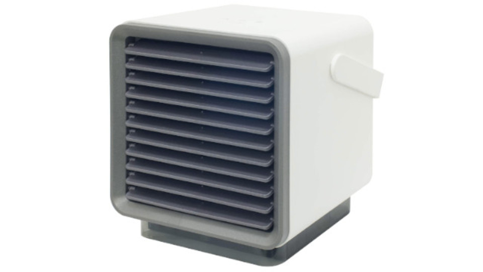 Photo of Taking advantage of the air conditioner and fan. If you want coolness but don't want to get too cold, why not try a compact cold-air fan?