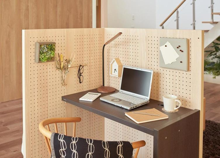 Photo of Being able to stay in your own world in the living room! Desk that can make a semi-private room