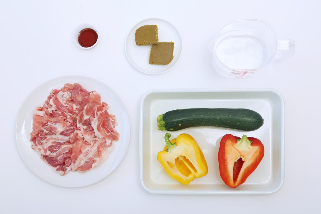 「夏野菜ポークカレー」の材料