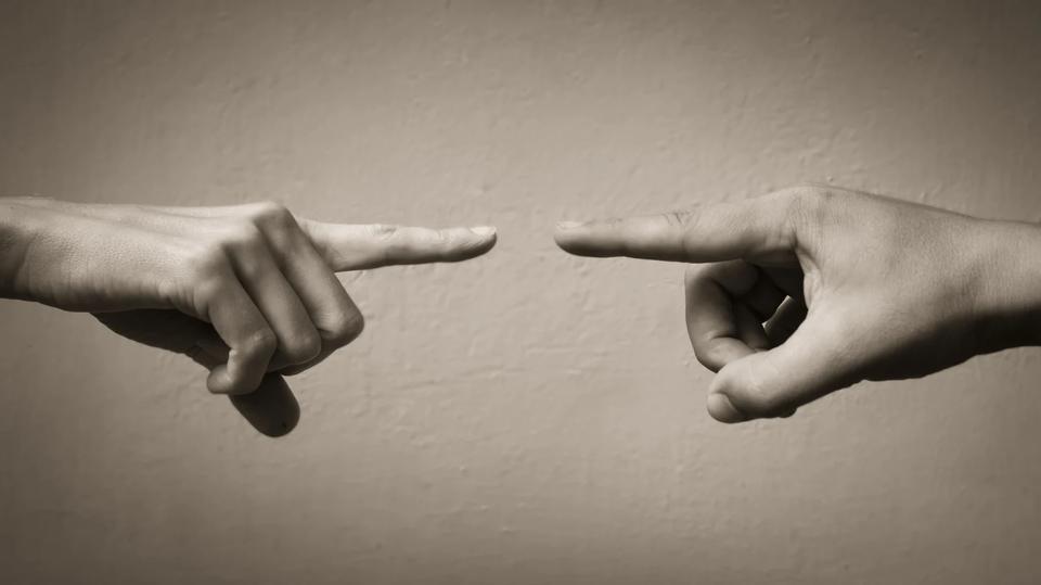 意見が異なる相手を説得するための戦略3つ