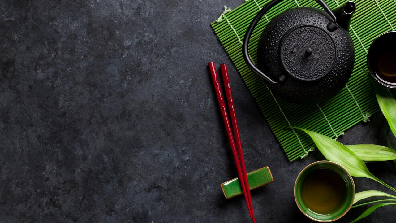 お箸を置いた和風のテーブル