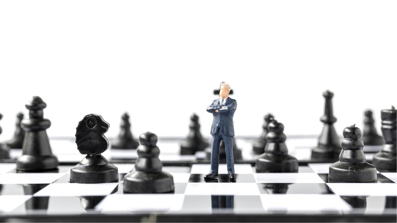 チェスとビジネスパーソンのフィギュア