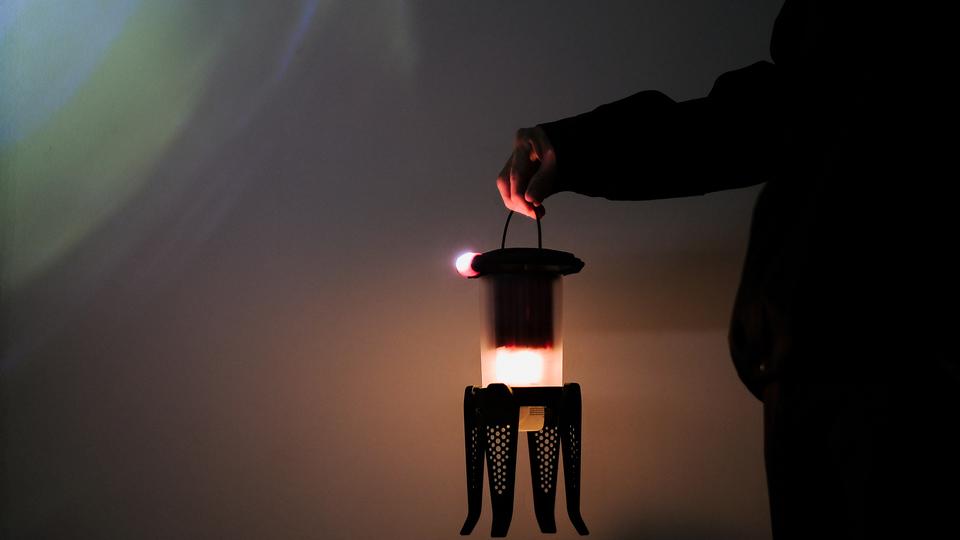 いざという時の備えにもなる! オイルでLEDを灯すハイブリットランタンを使ってみた