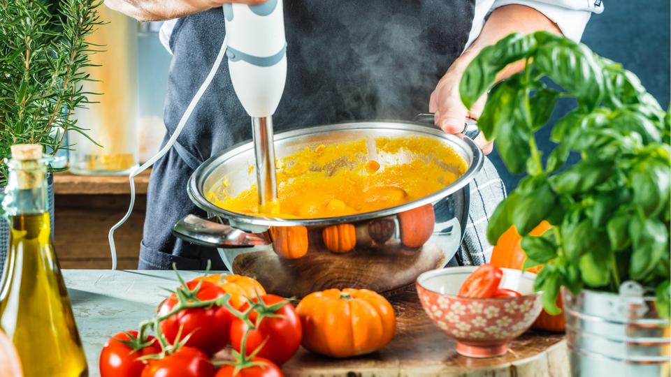 ライフハッカー[日本版]|料理研究家・森崎友紀さん|【2021年】おすすめハンドブレンダー10選|料理研究家が選び方を解説