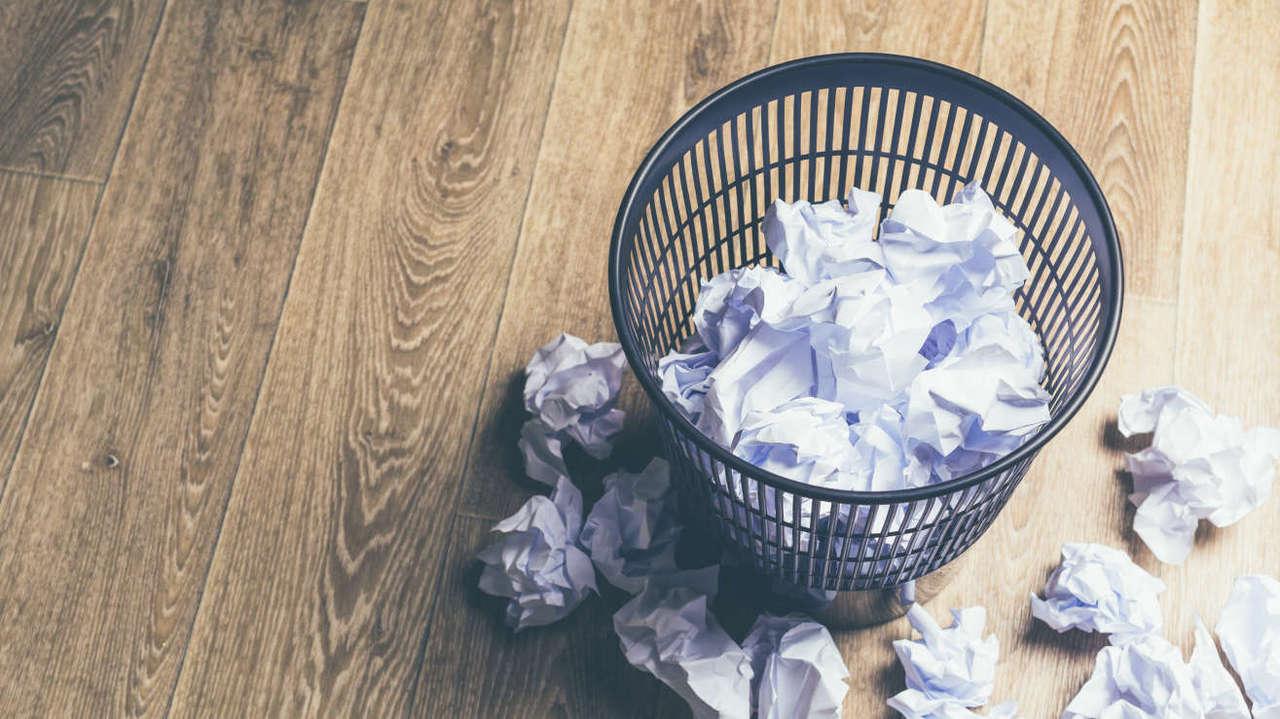 ゴミ箱と紙ゴミ