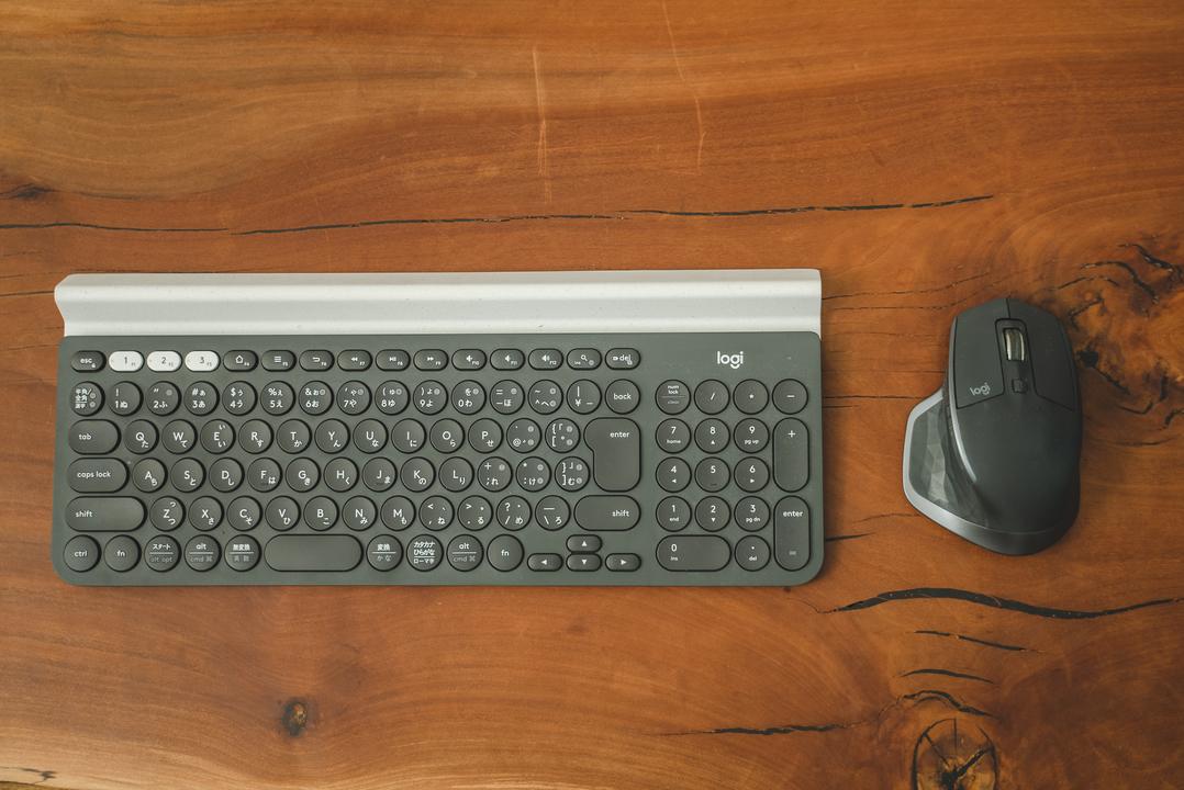 ロジクール製のキーボードとマウス