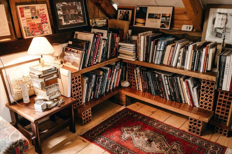 本棚のある一角