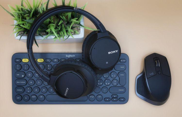 ワイヤレスキーボードとマウスとヘッドホン