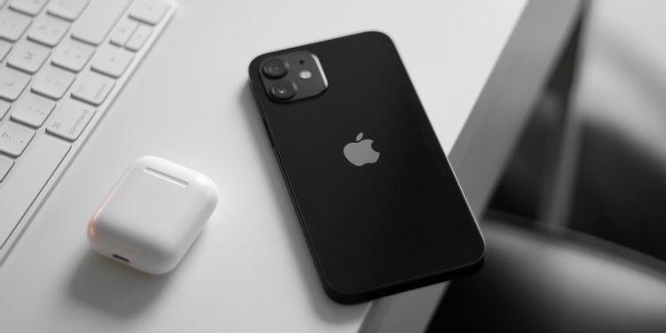 upgrading-smartphones-every-year-2