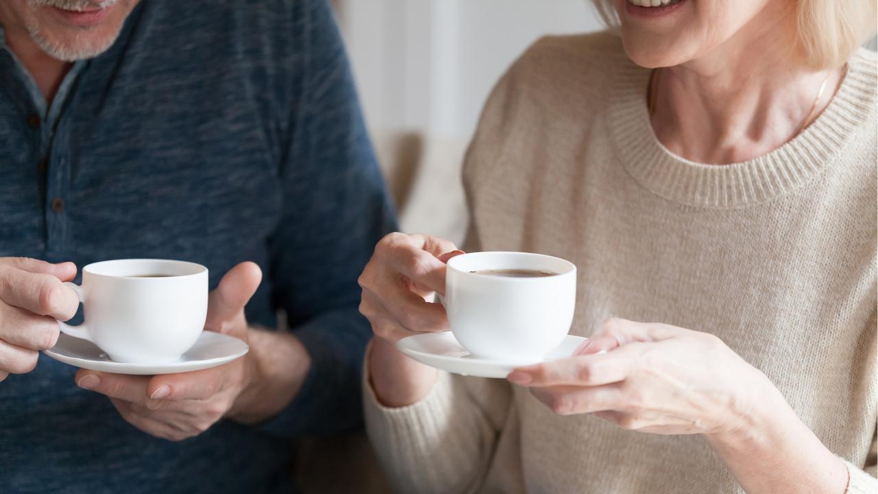 コーヒーを楽しむ男女