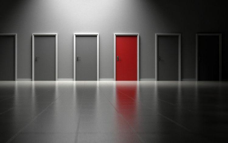 並んだドアのイメージ