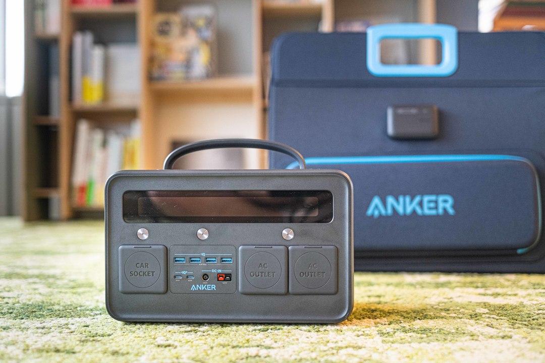 Ankerのポータブル電源とソーラーチャージャー