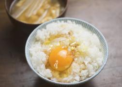 卵かけごはんにも相性抜群。醤油に変わる、江戸の調味料「煎り酒」