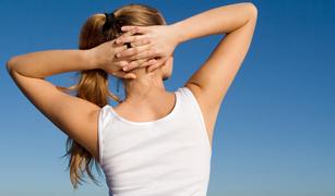 スッキリ背中を作る肩甲骨ストレッチ法