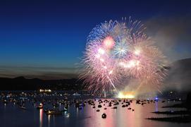 【8月10日】東京湾大華火祭は、英国王室御用達シャンパンを片手楽しむ
