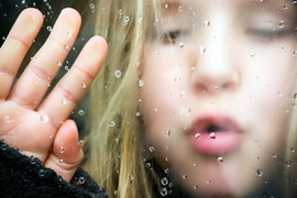 鼻炎やぜん息の原因になる「結露」。簡単おしゃれに防止!