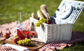 サラダと果物はマスト。イタリア流ピクニックの楽しみ方