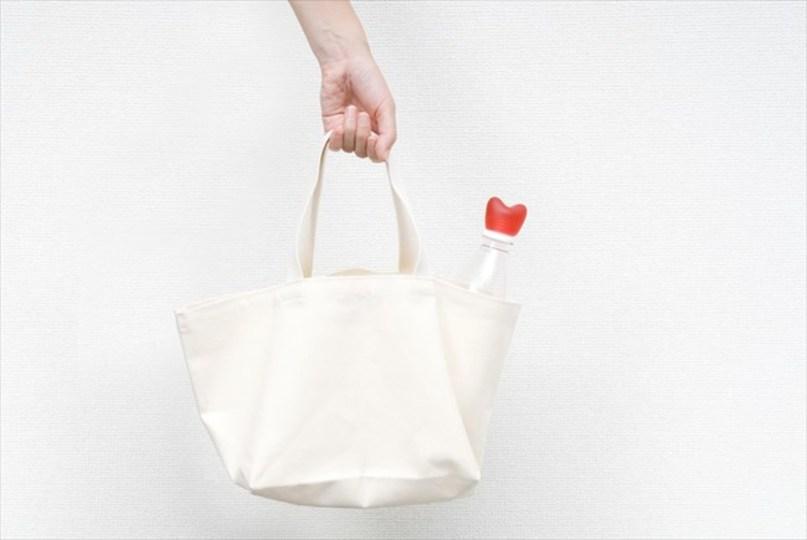 バッグからチラリ。この可愛いハートの正体は?