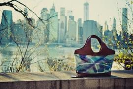 オリジナルバッグに生まれ変わった、街を彩る広告たち
