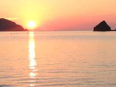 ゆったりのんびり。絶景の夕日が見られる秋の慶良間で心のデトックス