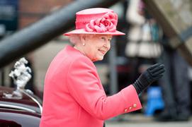 エリザベス女王が愛するビニール傘の秘密