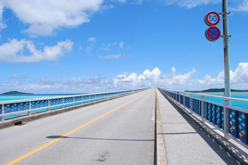 日本で一番美しい橋から眺める絶景「池間ブルー」