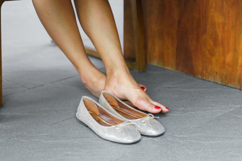 辛酸なめ子の独り言「靴ずれは、なぜか勝負靴ほど起こる試練」