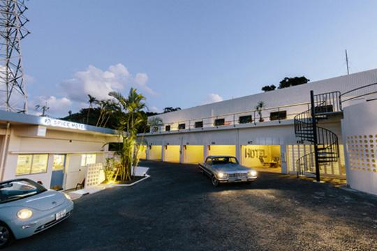 ここは西海岸? それともLA? いいえ、沖縄のリノベーションホテルです