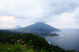 断崖絶壁。東京なのに、たどり着くことが難しい「青ヶ島」へ【前編】 #旅するデザイナーの冒険の書