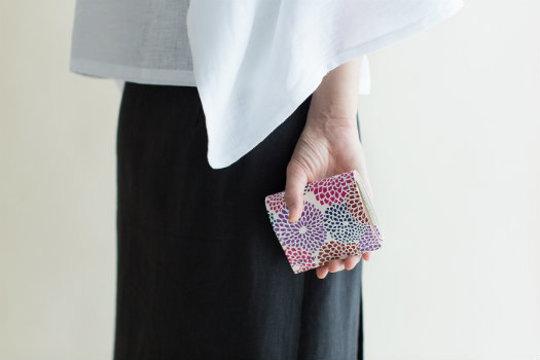 春はもうすぐ、気分があがるコンパクトなミニ財布を探しに