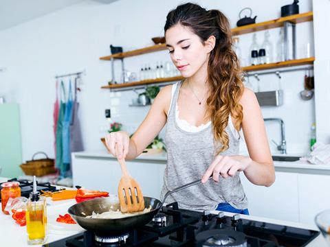 いちばん身近な瞑想法? ストレスフルなときこそ「料理」がいいらしい