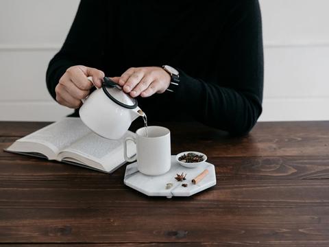 8分間でデジタルデトックス、お茶と対話する新習慣