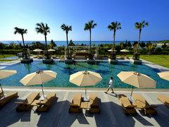 上質な沖縄を満喫。この夏、海辺のテラスで大人のリゾートステイ