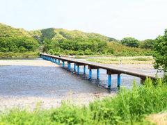 何もないという最上級の贅沢。高知県四万十川の沈下橋へ