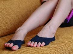 履くだけで正しい姿勢をサポートする、魔法の靴下