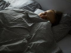 眠りの質を高める、人間科学に基づいたナイトブラとパジャマ