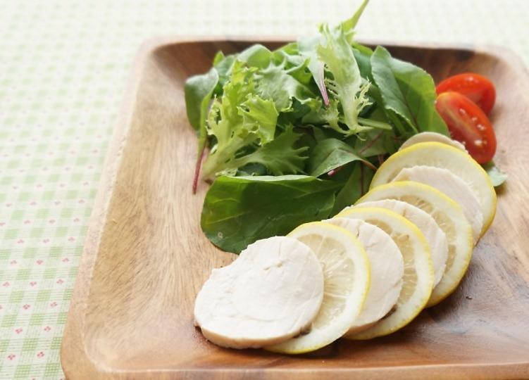 鶏むね肉で簡単しっとり、レモンが香る鶏ハムの作り方