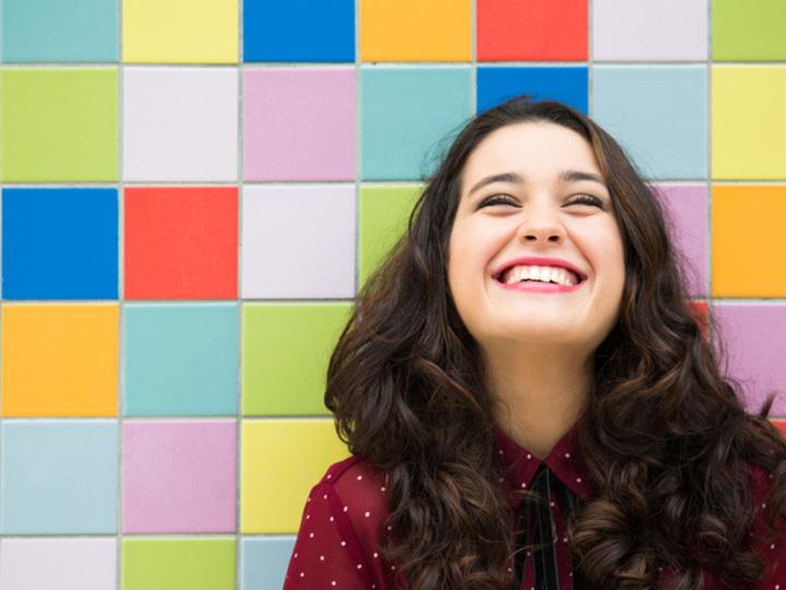 言葉を超えるコミュニケーション、「笑顔」を味方にするコツ