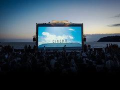満天の星空の下で楽しむ。1日限定の映画祭「星降る町の映画祭」