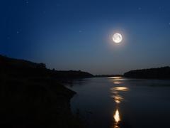水面に映る中秋の名月を独り占め! ひと味違うお月見の作法