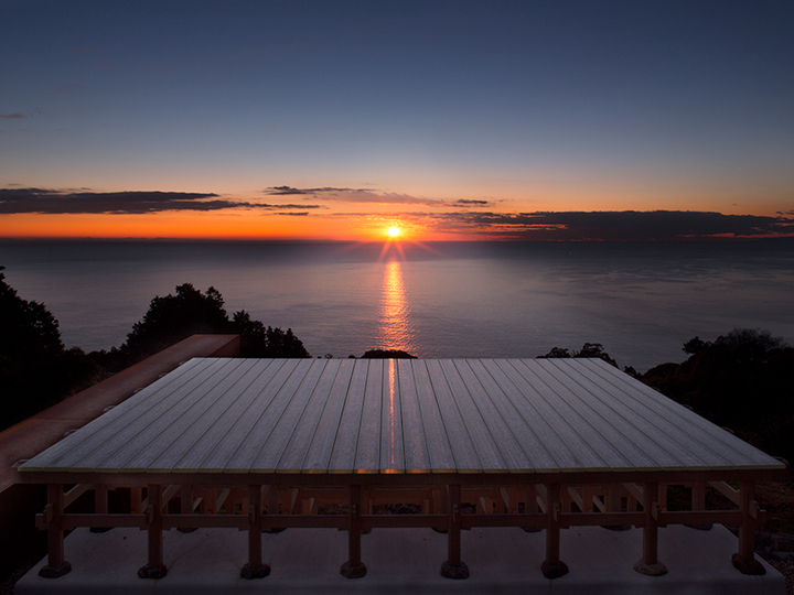"""海を眼下に深呼吸。小田原「江之浦測候所」を訪ねてみたら...そこは大人の""""アート""""ワンダーランド!"""