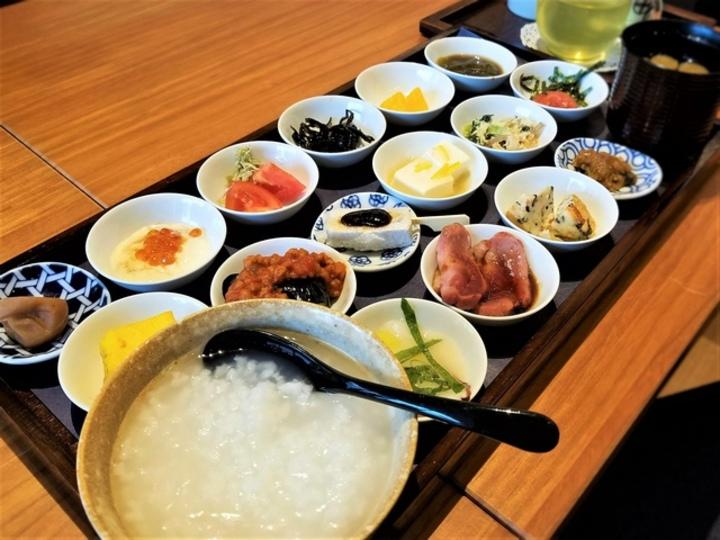 目にも楽しい朝食で整える「築地本願寺カフェTsumugi」の朝ごはん