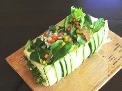 北欧発の華やかなサンドイッチケーキ「スモーガストルタ」レシピ3選