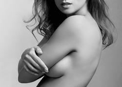 胸を大きく美しく見せる方法と2分でできるバストエクササイズ
