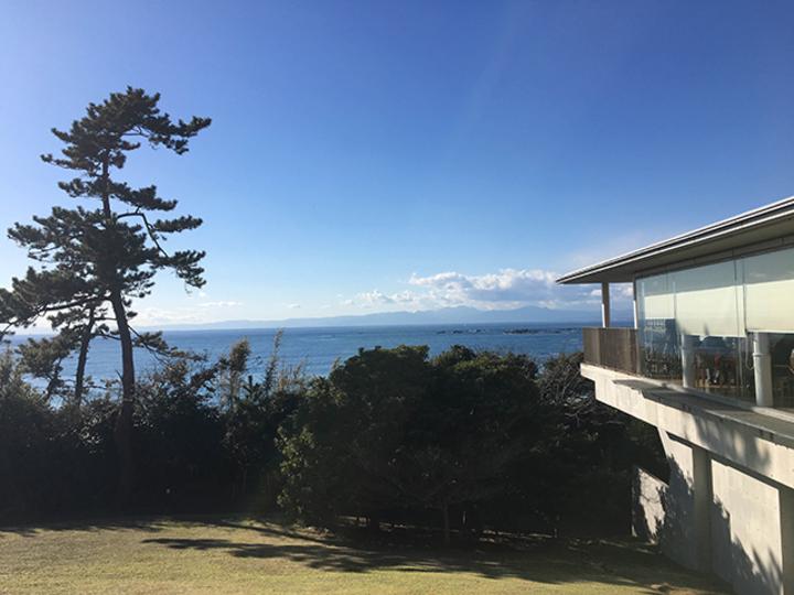 美術館は美しい海に面しています【こぐれひでこの「ごはん日記」】