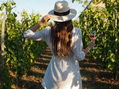お気に入りのワインを選ぶ楽しみ。自然豊かな山梨でワイナリー巡り