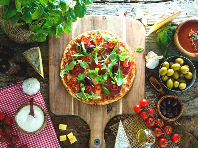 1801_breakfast_pizza_top