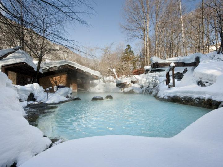 雪見風呂で美肌に。女性にやさしい贅沢な秘湯「白骨温泉」