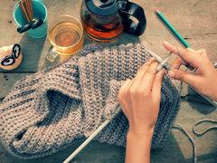 セレブも注目する編み物のセラピー効果とは?